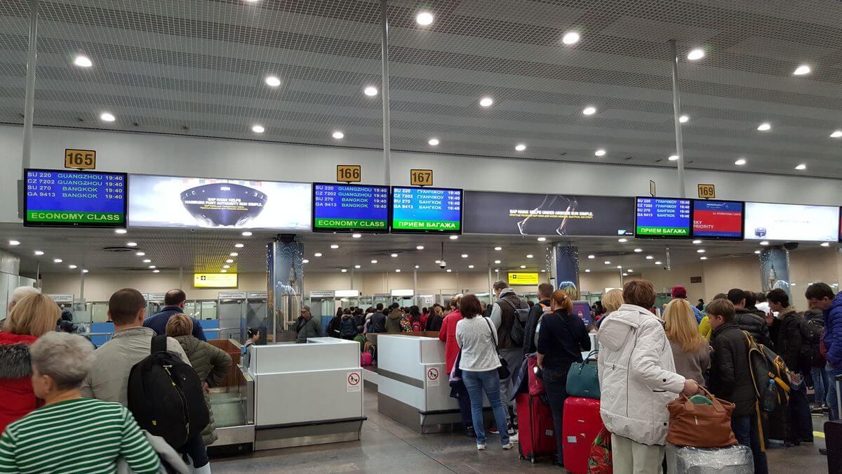 Možeš zatražiti vožnju do većine velikih zračnih luka i iz većine velikih zračnih luka.